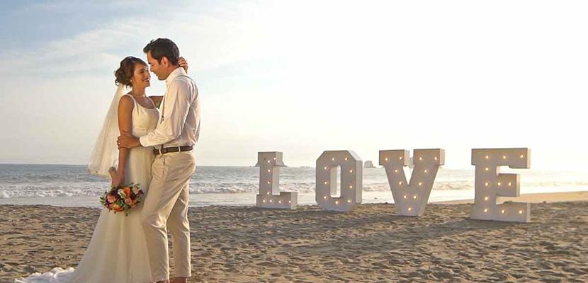 boda en la playa solo los novios