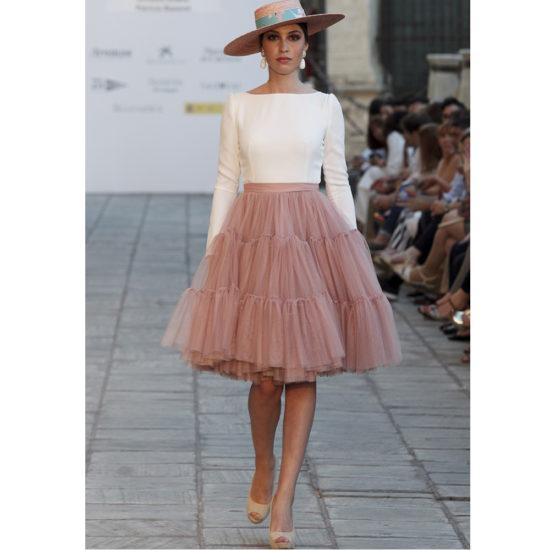 9ea31894 En el caso de que la falda de tul que hayas elegido para la boda sea de  tonalidades neutras, como el gris por ejemplo, una buena combinación puede  ser el ...